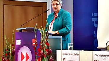 DGB-Bundesvorstand Elke Hannack auf der Frauenalterssicherungskonferenz.