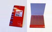 Geöffnetes Karton-Briefchen zu sehen sind vier Sandfeilen und das equal pay day Logo