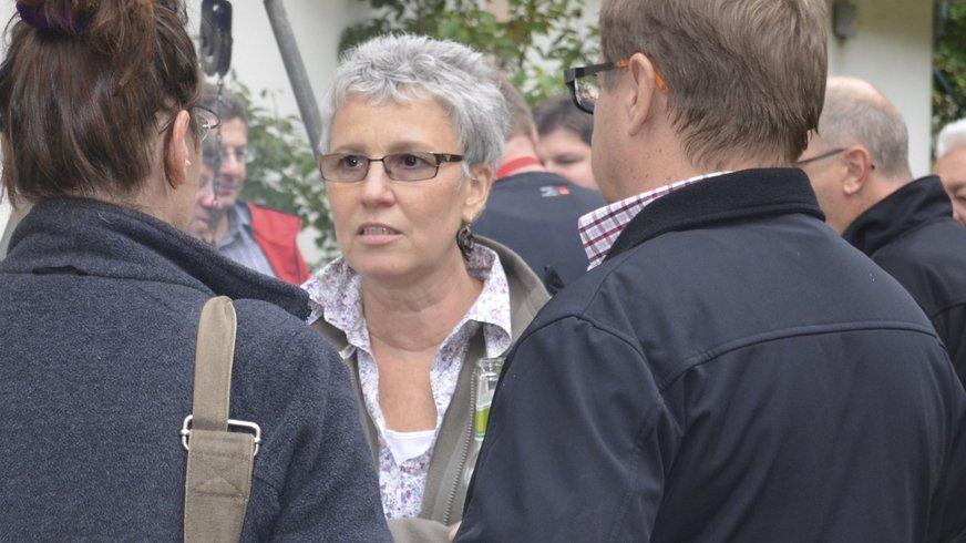 Charlotte Matheis im Gespräch mit Kollegen