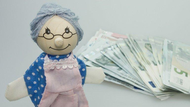 Frau Rente Geld Geldscheine Oma