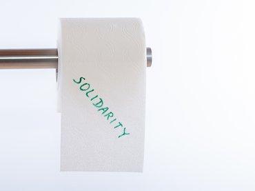 Solidarität Corona Covid-19 Klopapier Toilettenpapier Klorolle