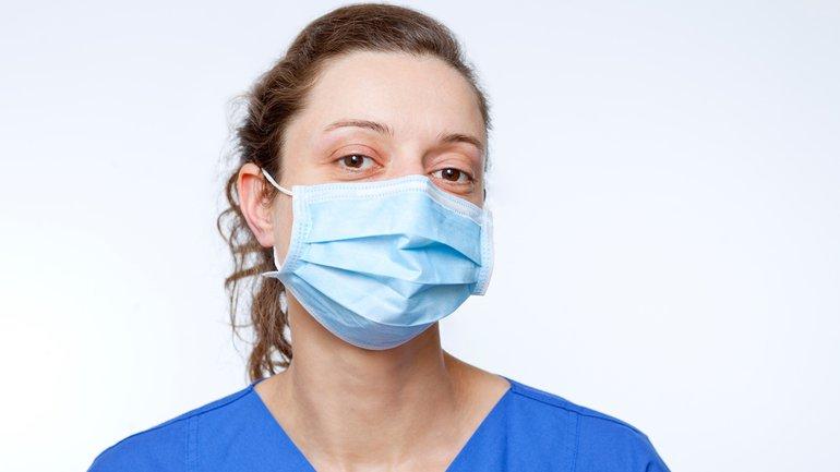 Corona Virus Frau Maske Krankenhaus Klinik