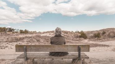 Oma Frau Rente Einsamkeit einsam allein