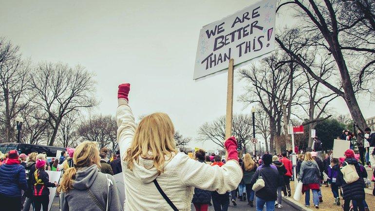 Frau aktiv Demonstration Protest
