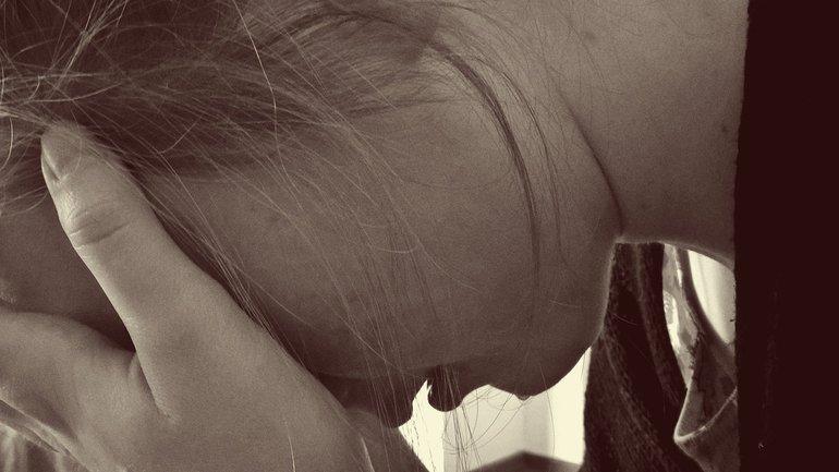 Frau verzweifelt traurig Gewalt Verzweiflung