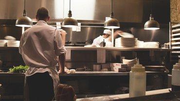 Küche Restaurant Schichtarbeit Koch Mann